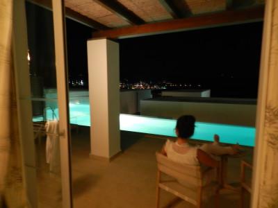 Ook 's avonds was het heerlijk bij ons eigen zwembadje!