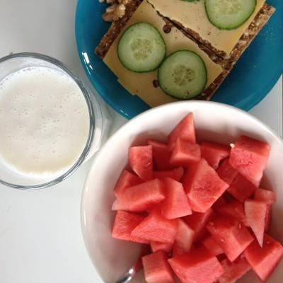 Een gezonde lunch. Ik hou zo van watermeloen!