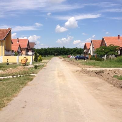 Een foto van één van de straten in het dorp van Marin's ouders.