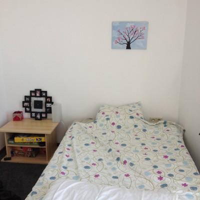 Op zondag moest dan echt de logeerkamer eraan geloven. Ruim twee jaar hebben onze loges kunnen genieten van dat fijne bed, maar hij moest echt plaats maken voor de babykamer.