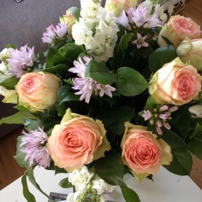 Mijn oom en tante kwamen onverwacht gezellig op bezoek. Sinds mijn huis altijd netjes is, vind ik dat juist erg leuk ;-) En natuurlijk was ik heel erg blij met de mooie bos bloemen die ze voor mij meenamen!