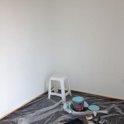 Een before-foto van de logeerkamer/babykamer.