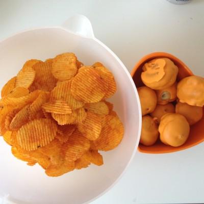 's Avonds keken Maran en ik naar de wedstrijd van het Nederlands Elftal. En daar moesten oranje hapjes bij!