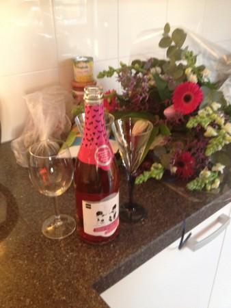 En kreeg ik na mijn allerlaatste werkdag een fles kinderchampagne van Maran om te vieren dat het erop zat! :-)