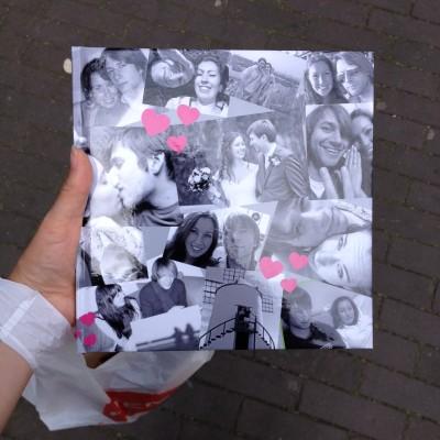 Donderdag haalde ik dan eindelijk het cadeautje op dat ik voor Maran had gemaakt. Een fotoboekje met 9 jaar aan foto's van ons samen.