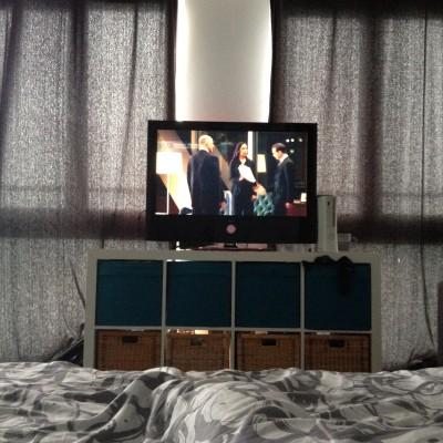 Maran vond dat het tijd was dat ik wat series zou gaan kijken. Dus die lieverd schopte me nog net niet naar bed en zette een paar afleveringen 'Suits' voor me op.