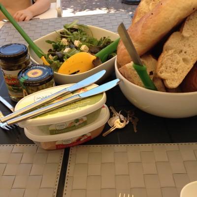 De volgende dag ging ik lunchen met twee ex-collega's (nog steeds vriendinnen) lunchen. We zaten heerlijk in de wind in de tuin.