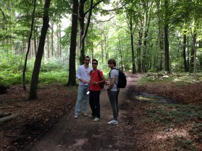 We gingen op de, bleek later, warmste dag van de hele week ruim anderhalf uur wandelen door het bos. Uiteindelijk vond mijn hoogzwangere lichaam de lange heuvel op wandelen niet meer zo leuk. Maar: ik heb het gered!