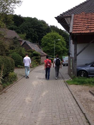 Wandelen door rustige, Limburgse dorpjes. Het blijft leuk!