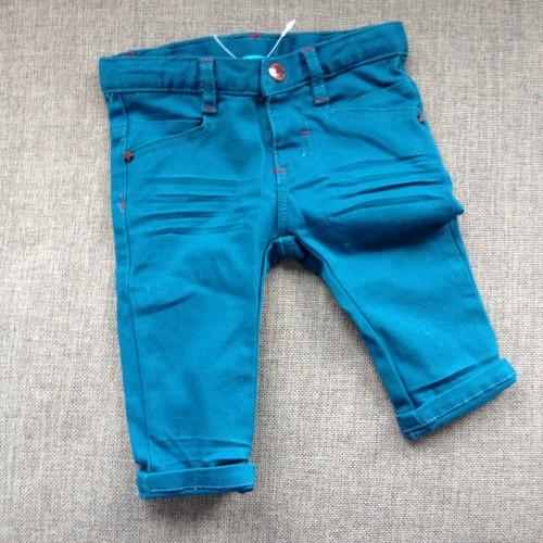 Dit superschattige broekje kreeg ik cadeau van Bibian en Manon voor onze kleine man. Zo lief!