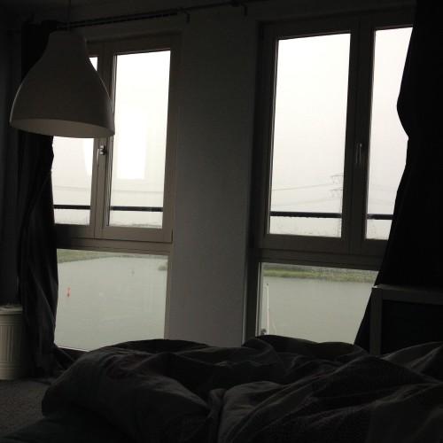 Heerlijk om 's middags even in bed te kruipen terwijl de regen hard tegen de ramen aan klettert!