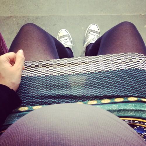 Later in de middag gingen we naar het gemeentehuis om onze paspoorten en rijbewijzen op te halen. Zoals jullie zien kan ik niet meer gewoon met mijn benen bij elkaar zitten. Kleine knul zit al te diep in mijn bekken.