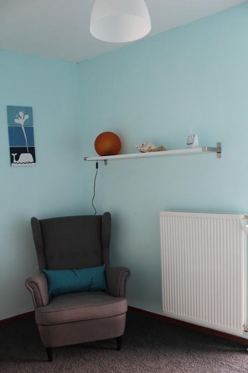 En de stoel van Ikea nog even iets duidelijker. Het schilderijtje heb ik naar een idee op Pinterest zelf gemaakt.