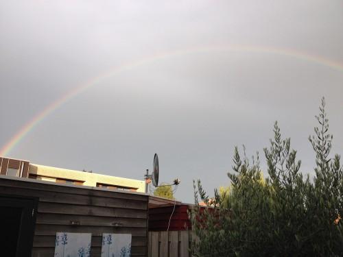 We zagen ook nog een hele mooie, felle regenboog. Komt op foto denk ik niet helemaal over...