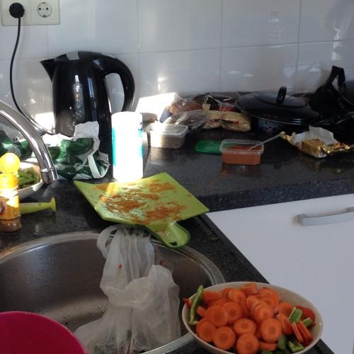 Maran zijn tante kwam afgelopen donderdag gezellig langs met een flinke tas boodschappen. Ze besloot heerlijk voor ons te gaan koken. Wat een luxe! En wat was het lekker! We hebben er twee dagen van kunnen eten.