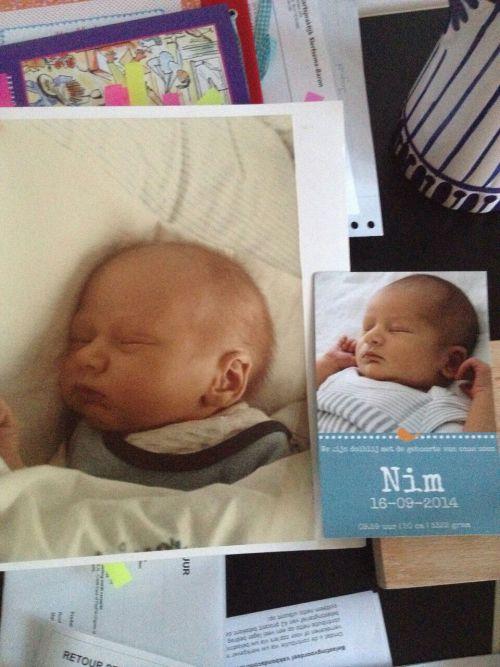 Iedereen (inclusief ikzelf) vindt Nim zo op Maran lijken. Hier is in ieder geval een foto van baby-Maran en baby-Nim. Dat is trouwens ook Nim's geboortekaartje. Vertel ik later meer over!