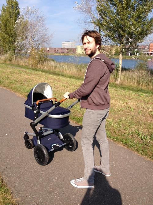 Maran, Nim en ik gingen lekker  wandelen, want het was heerlijk weer.