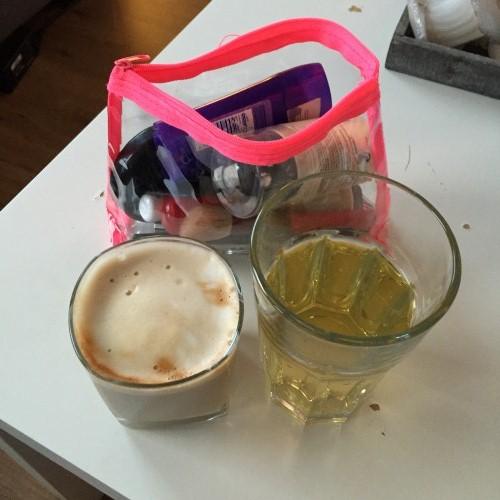 Tijd voor make-up, koffie en thee.