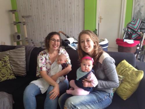 En ergens tussendoor is ook nog een mama's met baby's-foto gemaakt!