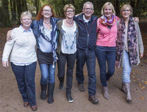 Zonder dat we het doorhebben, grijpt Geert hier alle vijf de dames bij hun kont :-(