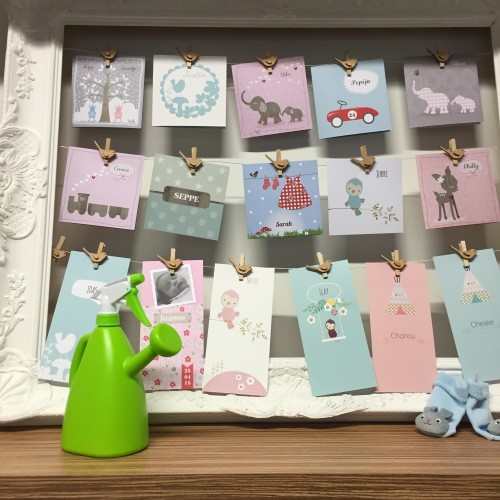 En aaww, die lieve geboortekaartjes van Hippe-geboortekaartjes.nl, waar ik Nim's kaartje ook heb gemaakt! Ik zou bijna... Nee laat maar...