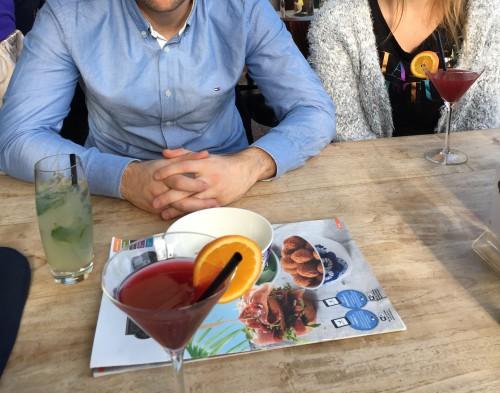 Daar dronken we een yay-het-weekend-is-begonnen-cocktailtje met mijn broertje en zijn nieuwe vriendin.
